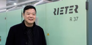 Zongnao Zhou, General Manager of Longgang Deao, is happy with the improved rotor yarn quality achieved from economical blends.
